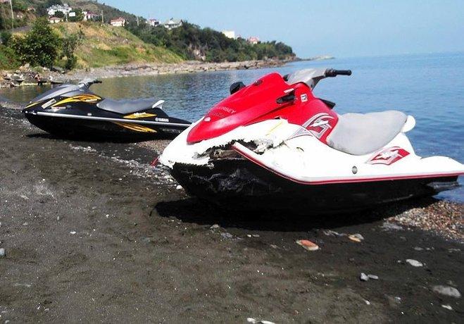 Jet-ski'ler kafa kafaya çarpıştı: 1 turist ağır yaralı