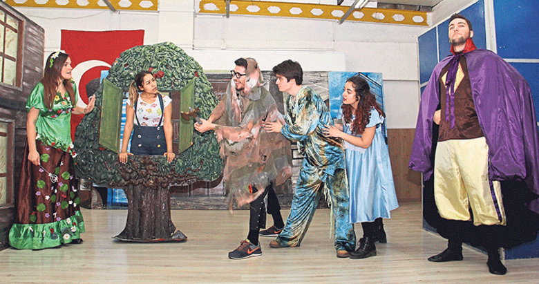 Bornova'da tiyatro keyfi