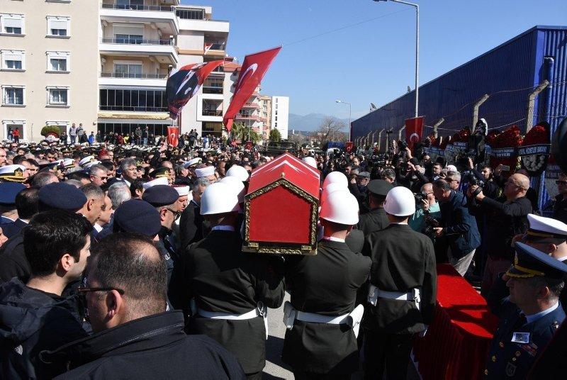 Şehit Uzman Onbaşı Ak, İzmir'de son yolculuğuna uğurlandı