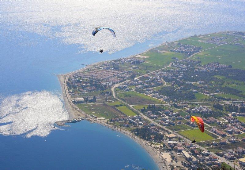 Paraşüt tutkunları Muğla Alatepe'de gökyüzüyle buluşuyor