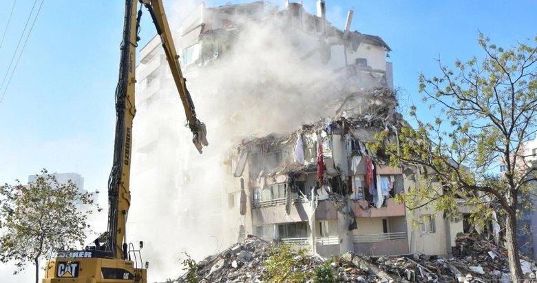 AFAD görevlisinden dikkat çeken açıklama: 'Emrah Apartmanı'nın betonu kürekle kırılacak kadar dayanıksız'
