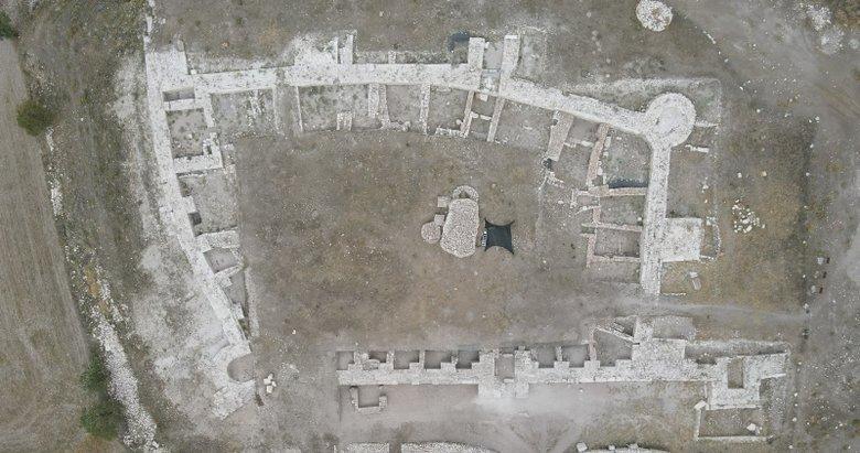 Amorium Antik Kenti'ndeki kazıda 800 yıllık demir saban bulundu