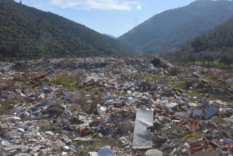 İzmir'de tarım alanı çöplüğe dönüştü! CHP'li belediye tepkilerin odağında