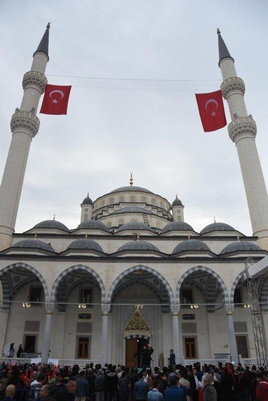 İzmir'deki Bilal Saygılı Camii ve Külliyesi Başkan Erdoğan'ın katılımı ile açıldı! Bilal Saygılı caminin özellikleri neler?