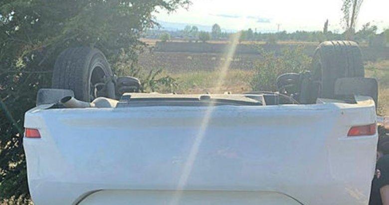 Afyonkarahisar'da otomobil şarampole devrildi: 1 ölü, 1 yaralı