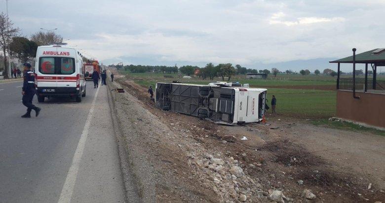 Son dakika: Denizli Acıpayam'da öğrencileri taşıyan otobüs devrildi