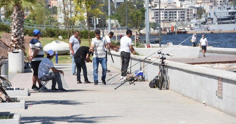 İzmirliler sahillere akın etti