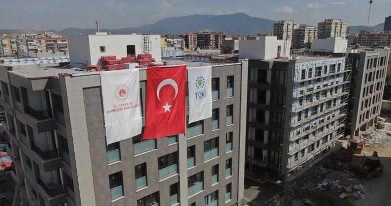 İzmir'de deprem konutlarının teslimine depremin yıl dönümünde başlanacak