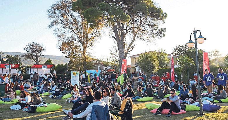 Lezzet ve müzik İzmir'de iç içe