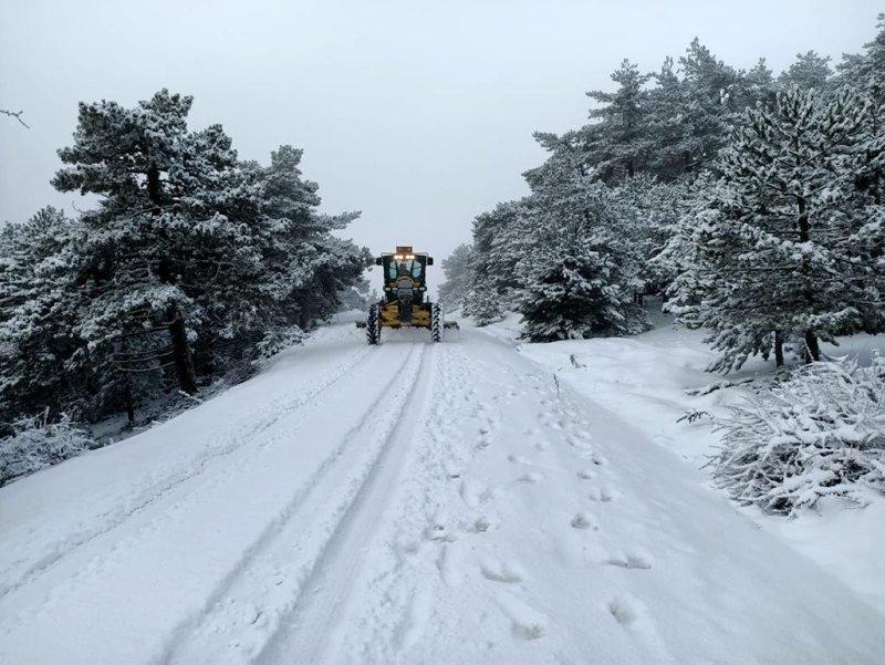 Manisa'nın yüksek kesimlerinde kar yağışı etkisini sürdürüyor