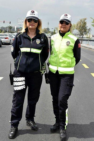 Kadın trafik polislerine İzmir'den destek