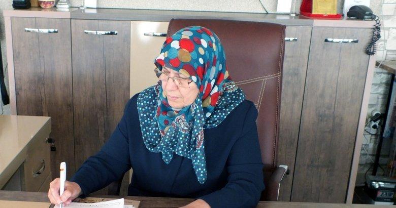 68 yaşındaki kadın torunlarıyla üniversite okuyor! Okulun en başarılı öğrencilerinden birisi oldu