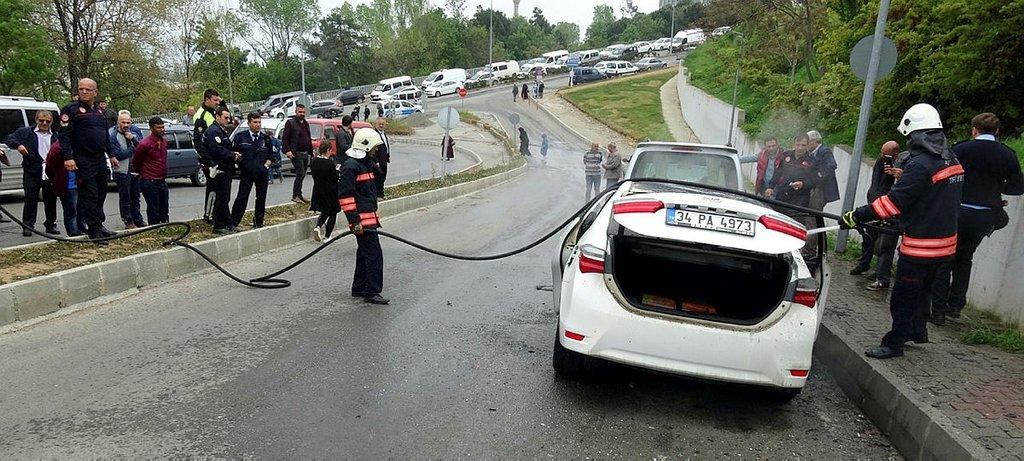 Trabzonda 15 günlük otomobil park halindeyken cayır cayır yandı