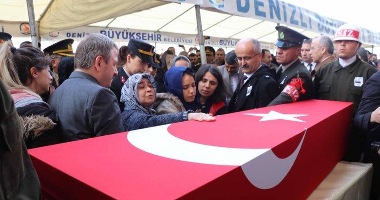 İdlib şehidi Denizlili Uzman Onbaşı Armağan Akman'ı binlerce kişi uğurladı