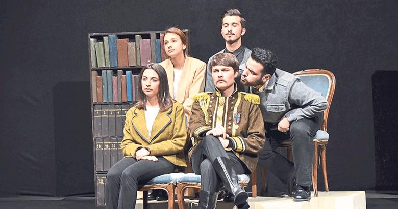İzmir'de tiyatro dolu günler