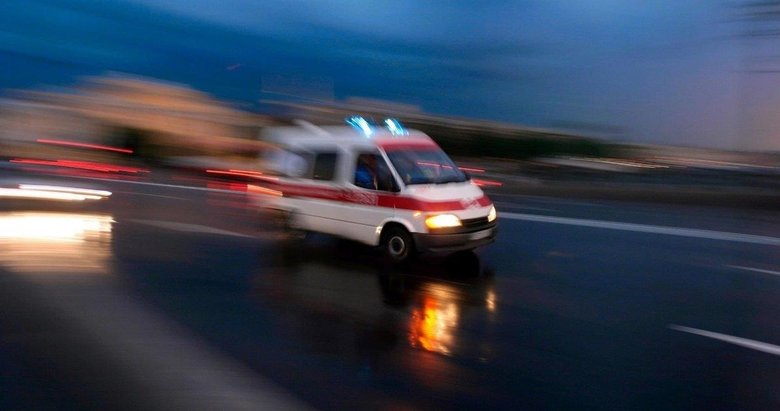 İzmir'de şarampole düşen otomobil sürücüsünü AFAD kurtardı
