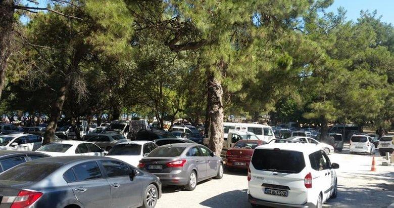 Adım atacak yer kalmadı! Milli Park araç girişine kapatıldı