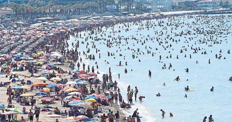 Milyonlarca tatilci Çeşme'ye akın etti