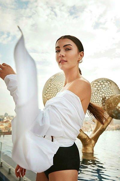 Afili Aşk'ın güzel oyuncusu Burcu Özberk o hali ile şok etti!