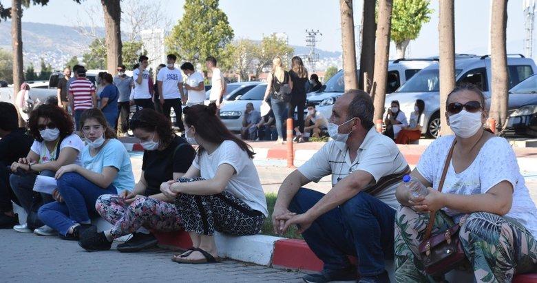 İzmir'de YKS heyecanı! Bekleyiş devam ediyor!