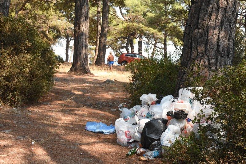 Muğlada tatilciler gitti, çöpleri kaldı