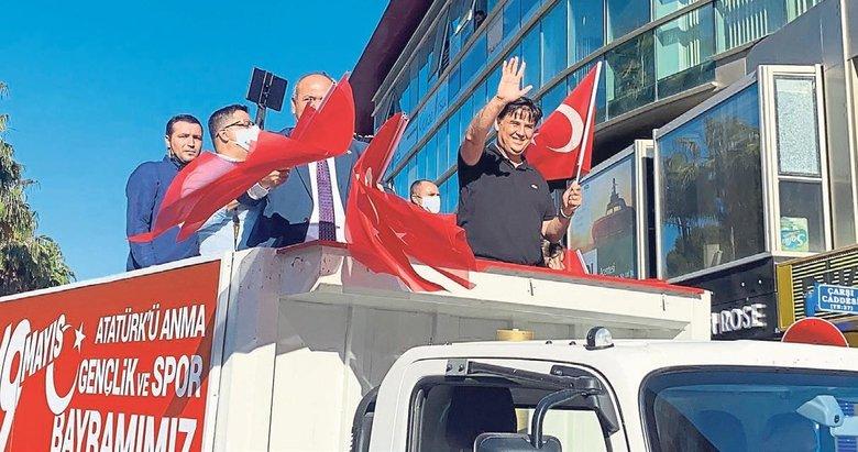 Şanlı Türk Bayrağı öyle dağıtılmaz!