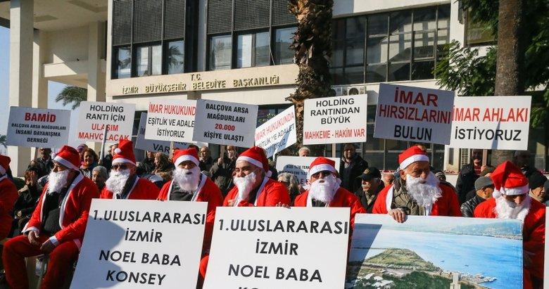 İzmir'de Balçova arsa mağdurlarından Noel Baba kıyafetli protesto