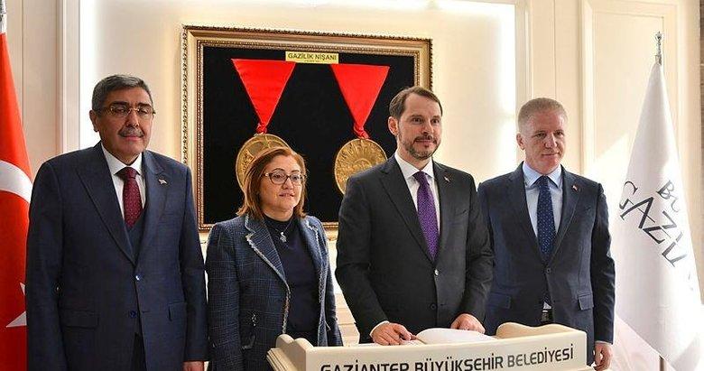 Hazine ve Maliye Bakanı Berat Albayrak, Gaziantep'te ziyaretlerde bulundu