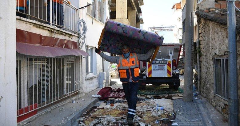 Yalnız yaşadığı evden 6 kamyon çöp çıktı