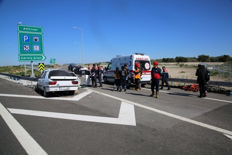 Manisa'da feci kaza: 3 ölü, 1 ağır yaralı ile ilgili görsel sonucu
