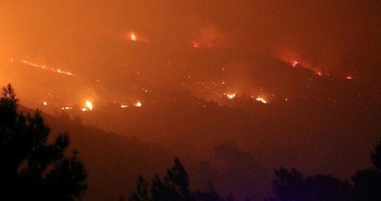 İzmir'deki orman yangını sebebiyle boşaltılan bir site alevlere teslim oldu