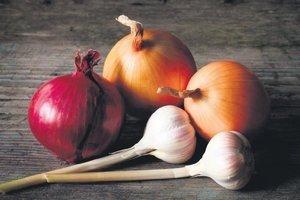 Koronaya karşı soğan sarımsak! Uzmanı önerdi