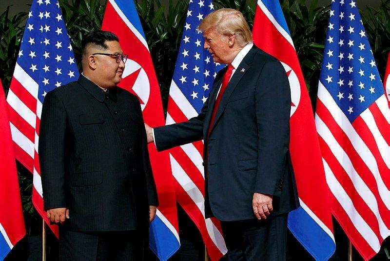 Trump ile Kim tarihi zirvede buluştu