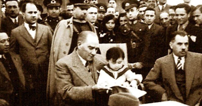 Bağımsızlığın sesi bir asır önce Meclis'ten yükseldi! Mustafa Kemal Atatürk'ün fotoğraflarıyla 23 Nisan Çocuk Bayramı...
