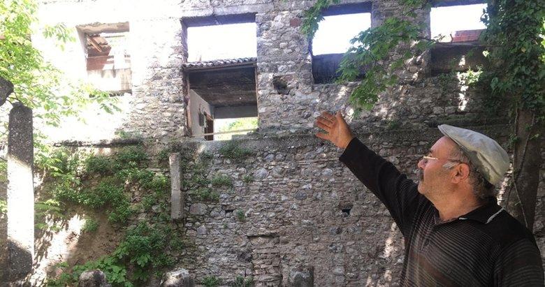 Denizli'de tarihi yapı bakımsızlıktan harabeye döndü