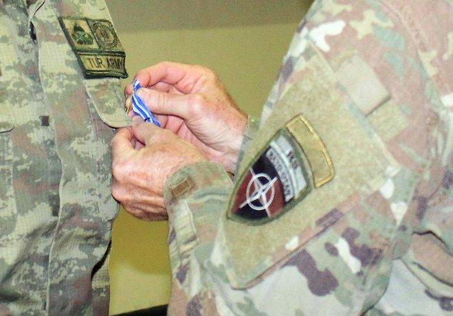 İzmirli emekli binbaşı NATO'dan aldığı madalyayı iade etti