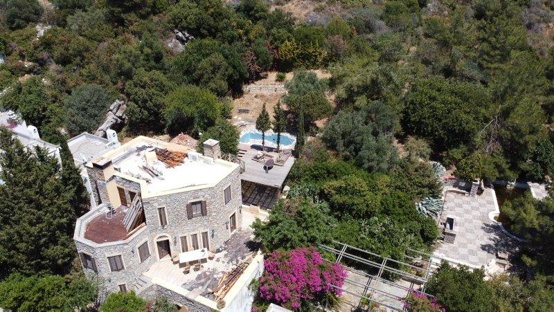 Firari Can Dündar'ın villasındaki kaçak bölümlerin yıkımında son gün