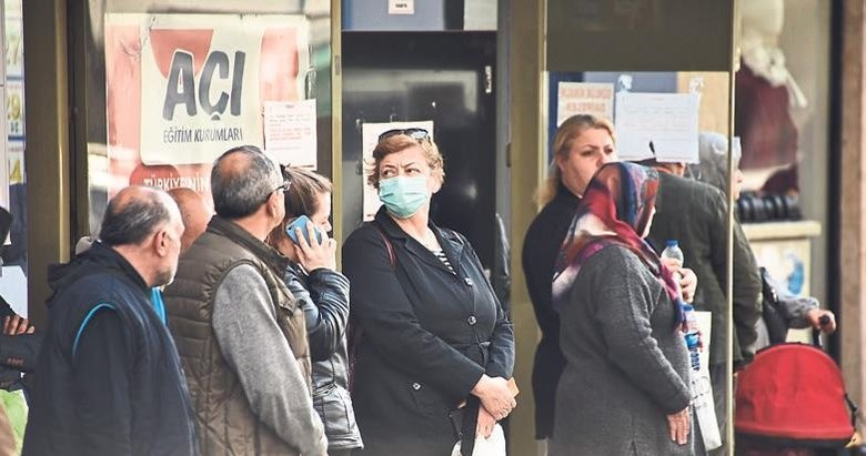 Vatandaşlar sokağa maske ile çıkıyor