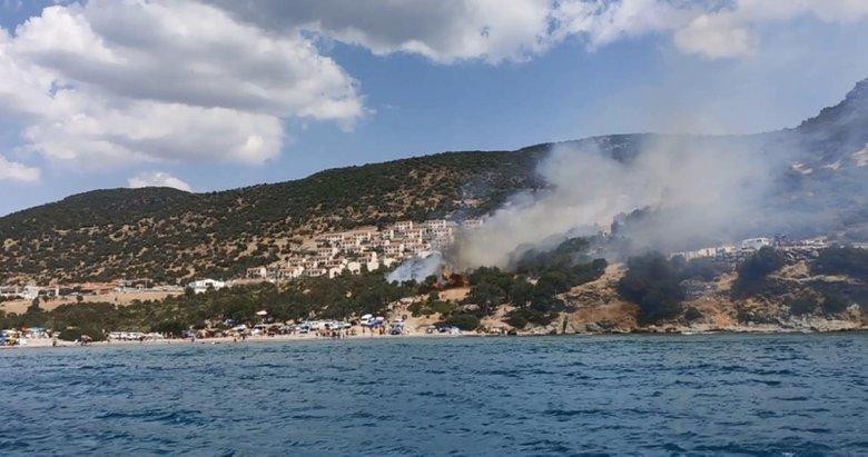 İzmir'de yerleşim yeri ve plaj yakınında yangın!