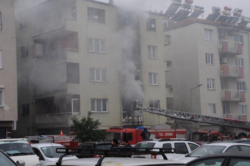 Aydın'da elektrik sobası devrildi! İki daire kül oldu