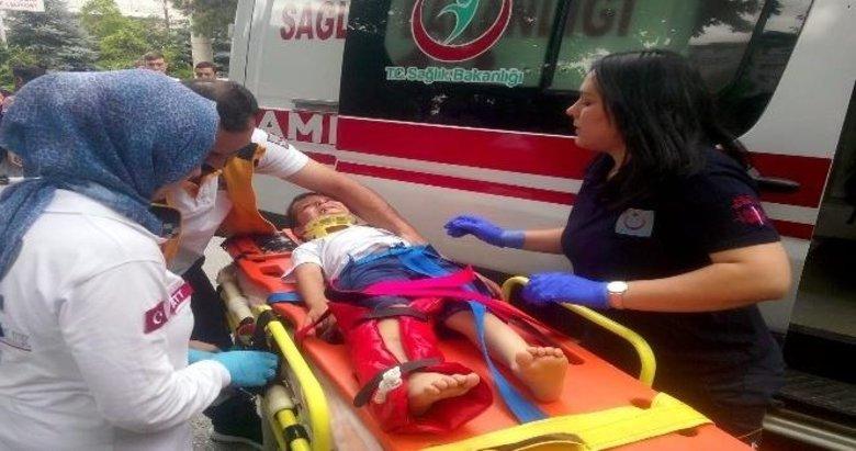 Afyonkarahisar'da İranlı çocuğa posta dağıtım aracı çarptı