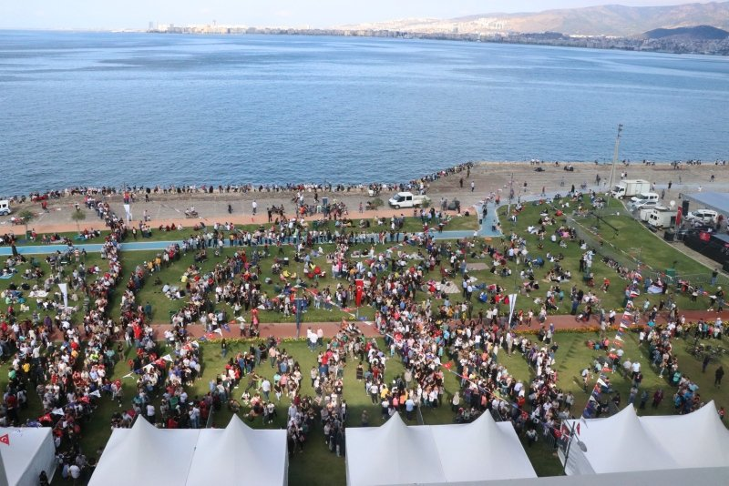 Izmirers acudieron en masa al 5º Festival de Izmir Boyoz