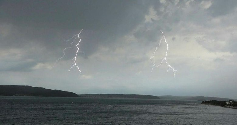 Çanakkale'de yaz ortasında fırtına! Aniden bastırdı