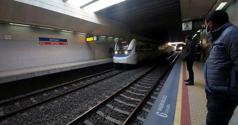 İzmir'de korkunç olay! İZBAN treninin önüne atladı! Tren seferleri aksadı