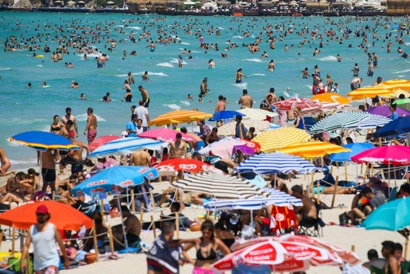 Turizm merkezi Çeşme bayramı dolu dolu geçiriyor