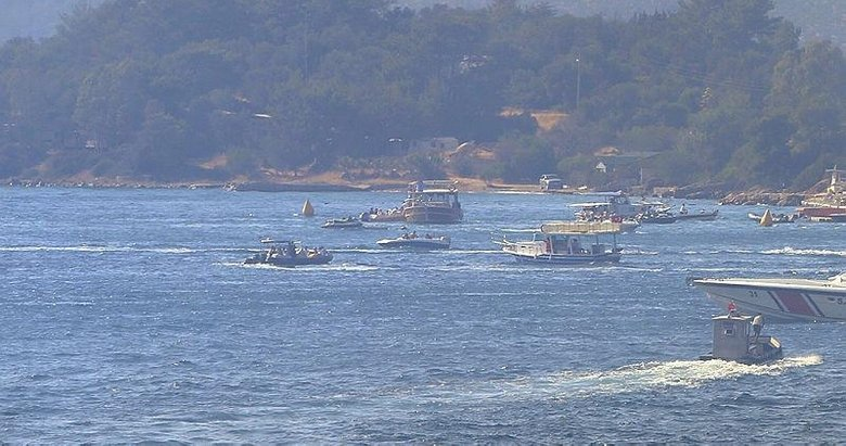 Milas'taki yangında tatilcilerin tahliyesi için tekneleriyle yardıma koştular