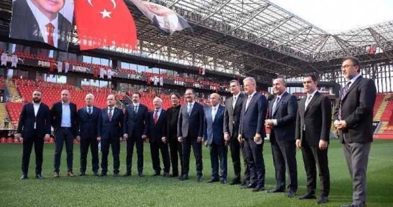 İzmir'de kulüp başkanlarından örnek tablo