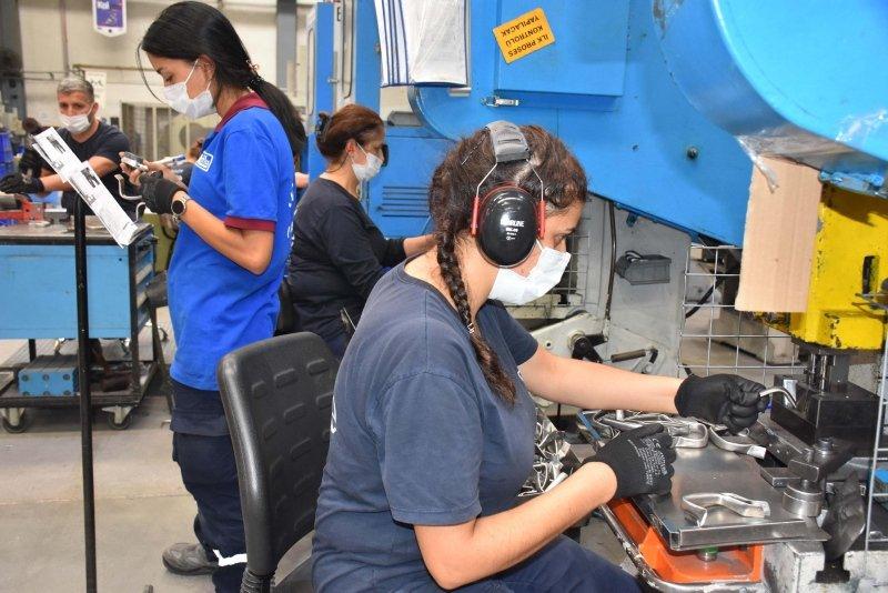 İzmir'deki o fabrikada kaynak tezgahları kadınlara emanet