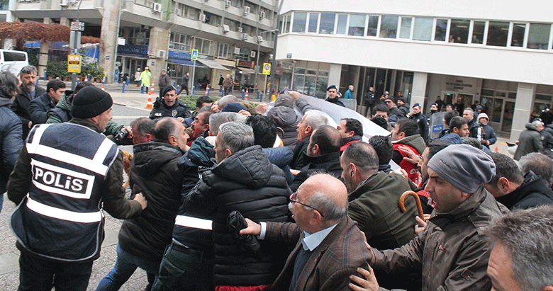 Konak'ta işçi-CHP meydan savaşı