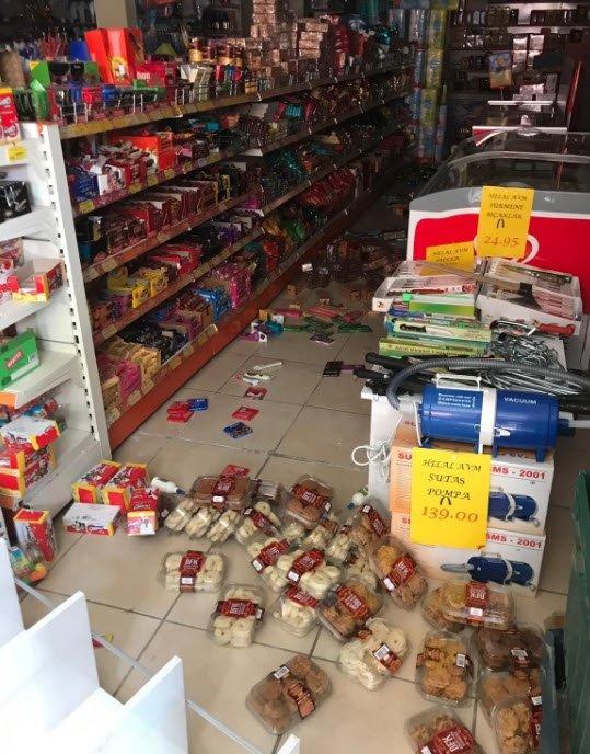 Denizli'de şiddetli deprem! Yıkılan binalar var, vatandaşlar panikle kaçıştı...